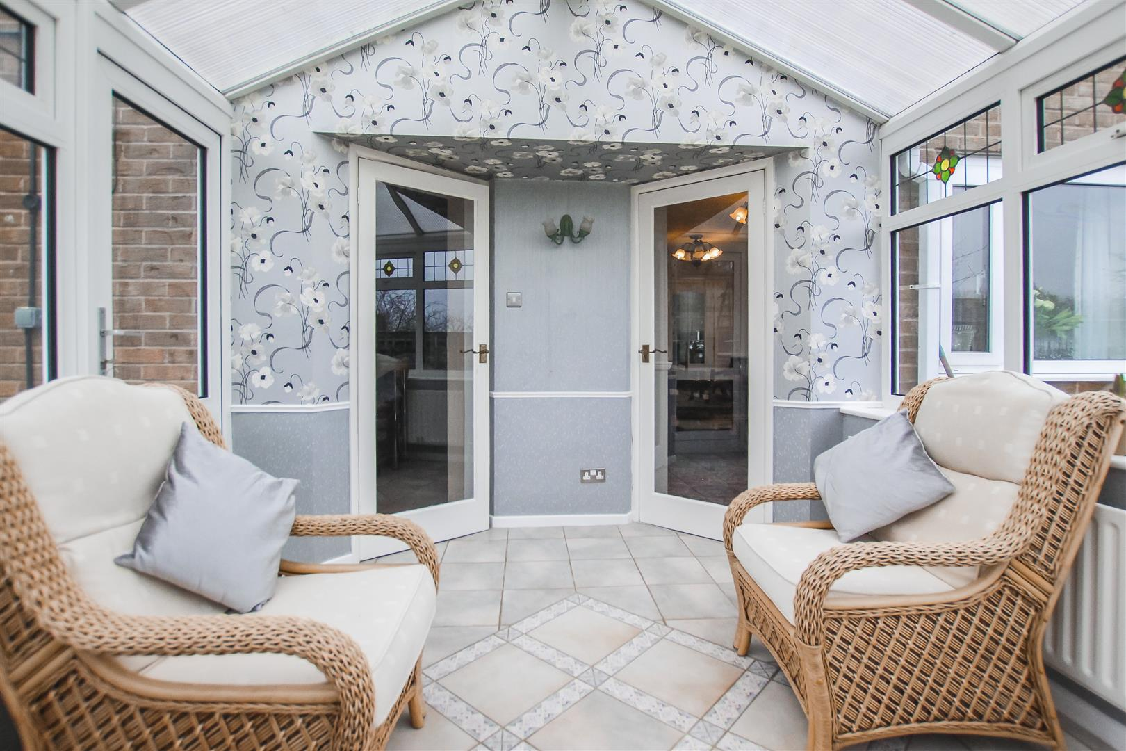 5 Bedroom Detached House For Sale - Conservatory